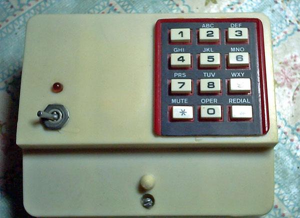 Принципиальная схема АСУ показана на рис. 2. Данное устройство подключается параллельно телефонной линии...